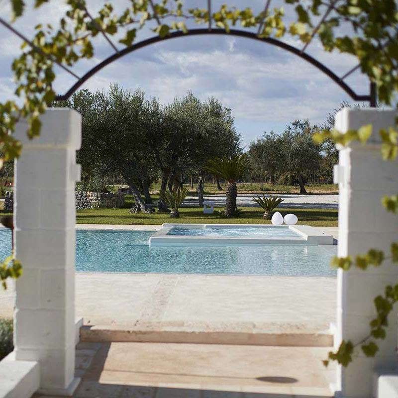 Ingresso in piscina - Masseria Almadava