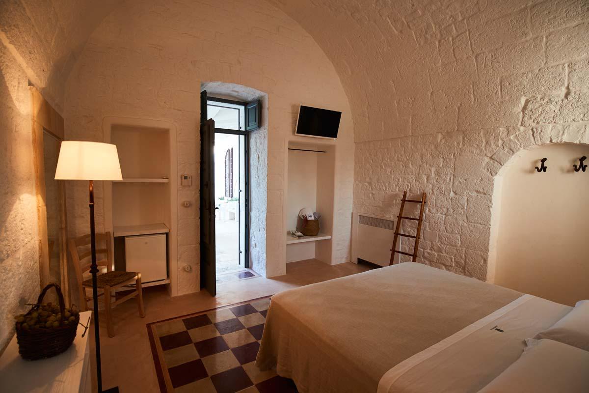 Stanza Callipso - Entrata camera da letto - Masseria Almadava