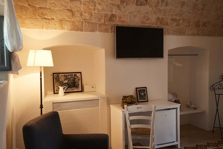Tv in Almadava Resort room
