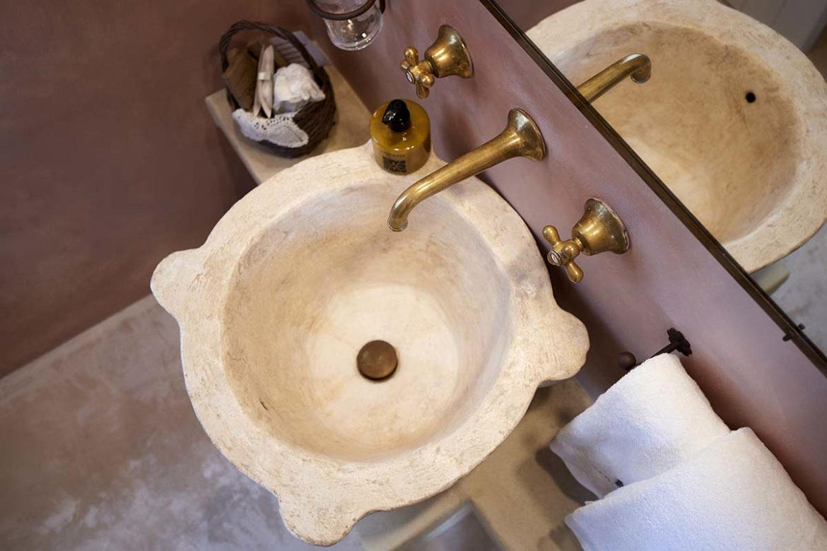 Nausicaa room stone washbasin