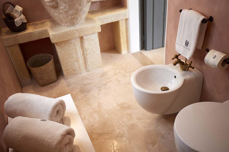 Nausicaa bedroom bathroom