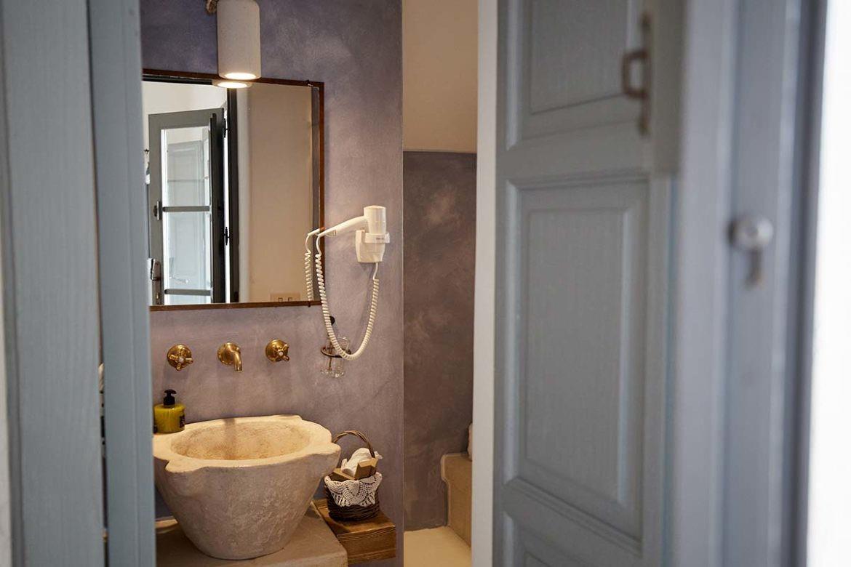 Bathroom Tiresia room